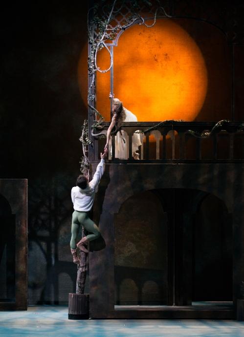 CB_Cervilio Miguel Amador and Janessa Touchet, Photo Peter Mueller, Victoria Morgan's Romeo & Juliet